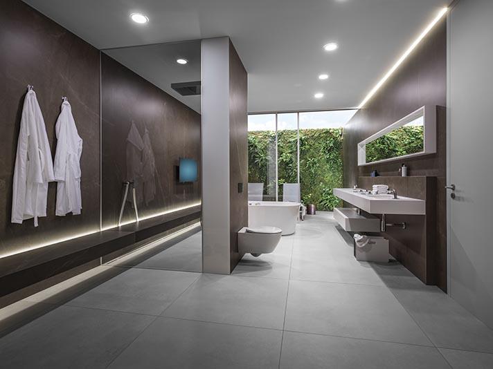 Beim Trendthema Technikbad verschmelzen technisch orientierte Produkte mit einem behaglichen Wohnumfeld | Viega